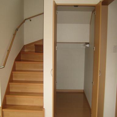 新築 階段 位置 収納 玄関前