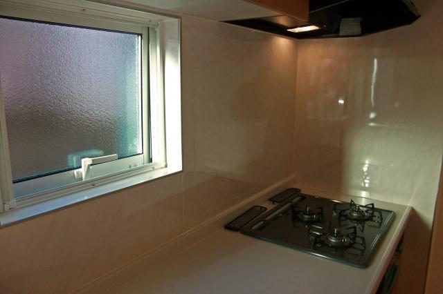 新築一戸建て住宅2階リビング暑さ対策窓の形