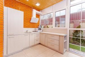 新築キッチン勝手口の必要性