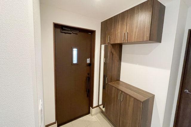 玄関を開けて、左に玄関収納がある場合の移動動線