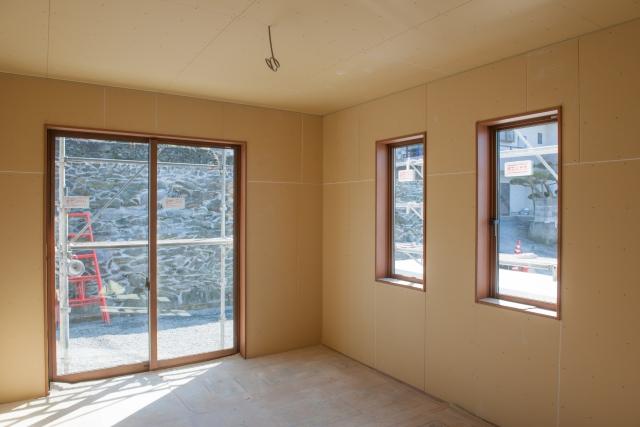新築リビング窓外からの視線失敗原因掃き出し窓の悩み
