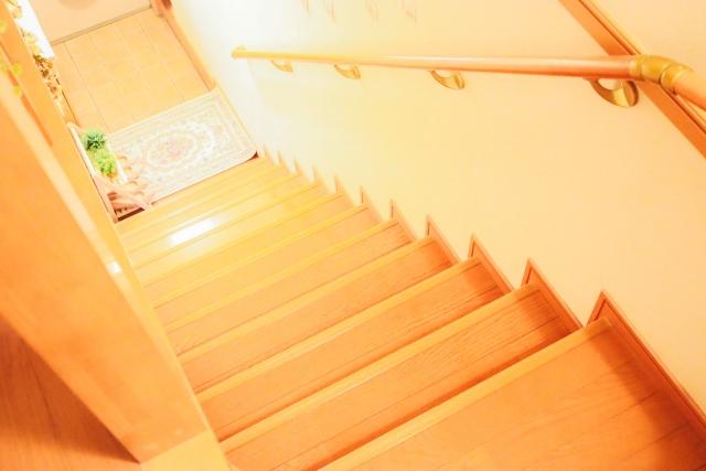 階段間取り位置失敗例玄関前