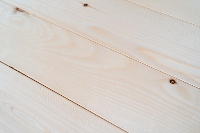 床素材や床暖房対応可能な家か?