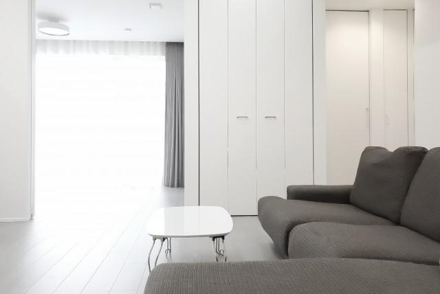 リビングダイニングインテリアレイアウトのコツ 家具を同じ方向へ