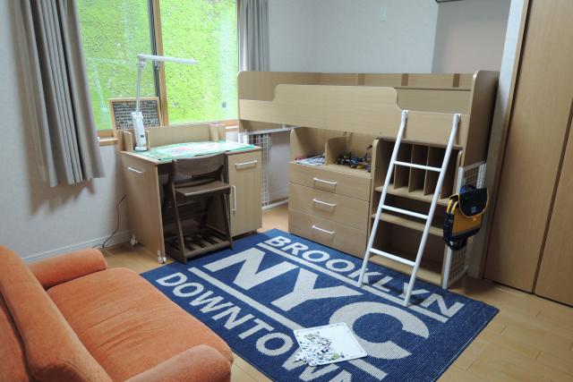机とベッドは一体型が理想
