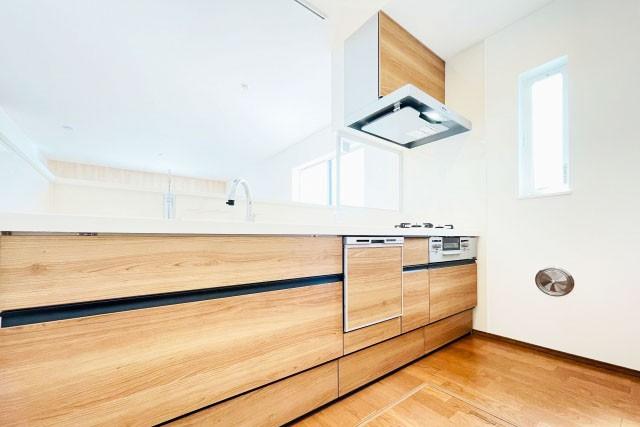 キッチン勝手口代わりの採光窓の選び方|勝手口と同じようにする