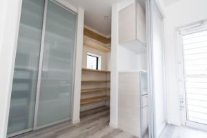 キッチン背面収納と使いやすい設計