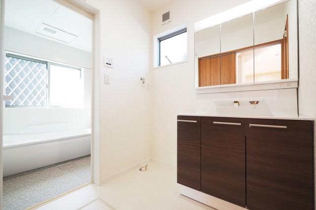 新築洗面所脱衣所照明スイッチ成功のコツ 洗面台正面近くに配置