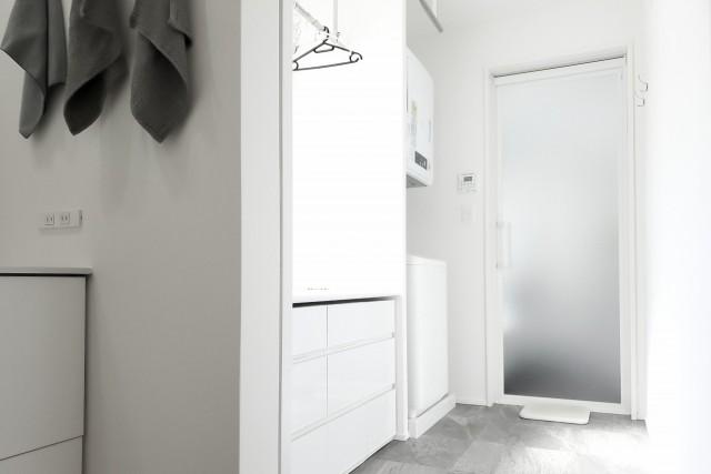 新築洗面所脱衣所照明スイッチ配置失敗後悔原因 収納配置のミス