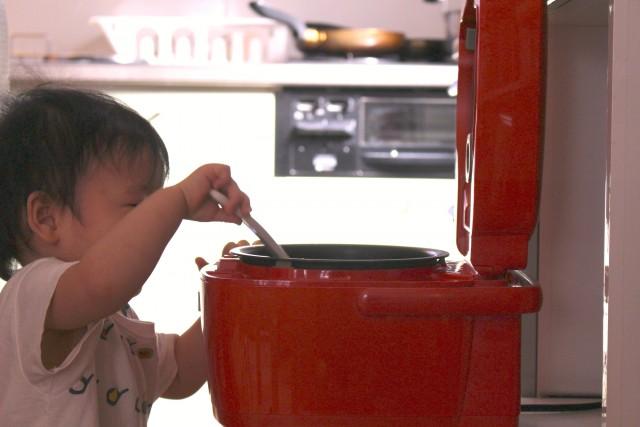 システムキッチン色選び方注意点 リビング床材や壁紙との色合い