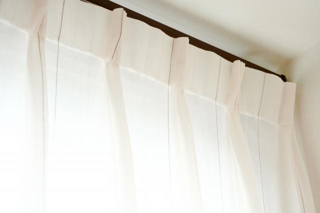 カーテン選び方新築一戸建て縦長スリット窓カーテンレール