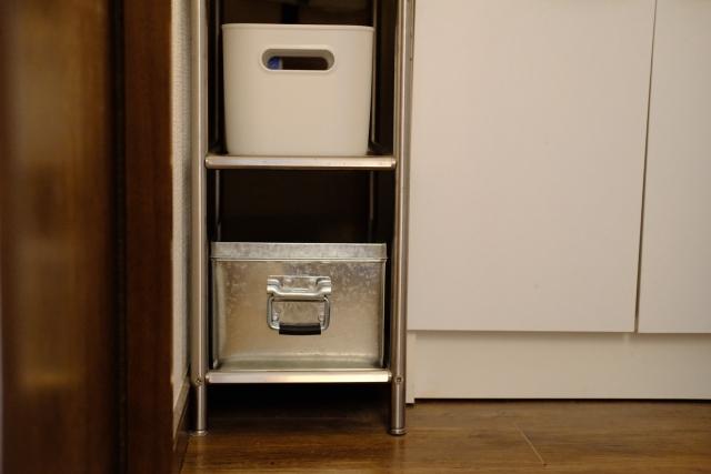 キッチン吊り戸棚代替品案 冷蔵庫近くのすき間収納を活用