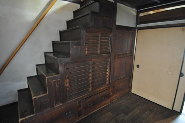 キッチン吊り戸棚代替品案 階段下収納を活用