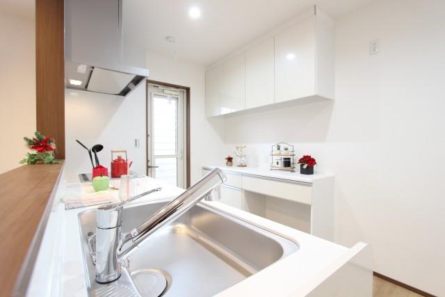 キッチンパントリー広さ確保の注意点 窓の付け方
