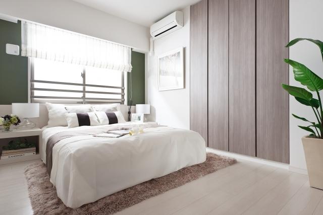 主寝室カーテン選び方失敗後悔の原因 ベッドフレームとのバランス