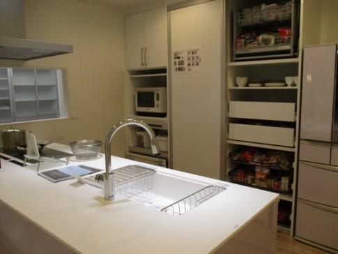 新築キッチンインテリア背面収納のポイント