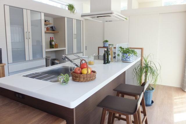 キッチンアイランド型と収納配置