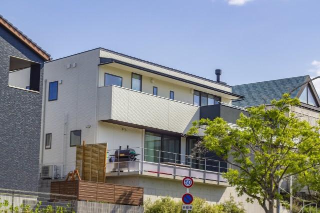 新築バルコニーが必要な理由 屋根代わりで暑さ対策