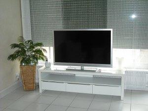 リビングテレビ台設置