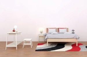 ピンクの壁紙クロス寝室