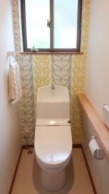 アクセントクロストイレ緑の配色