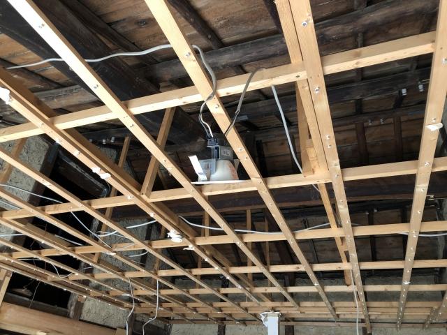 天井の高さと資材の基準