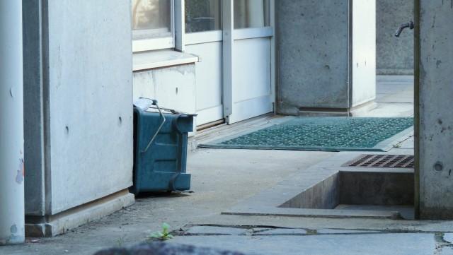 玄関タイル汚れが落ちない時の対処法